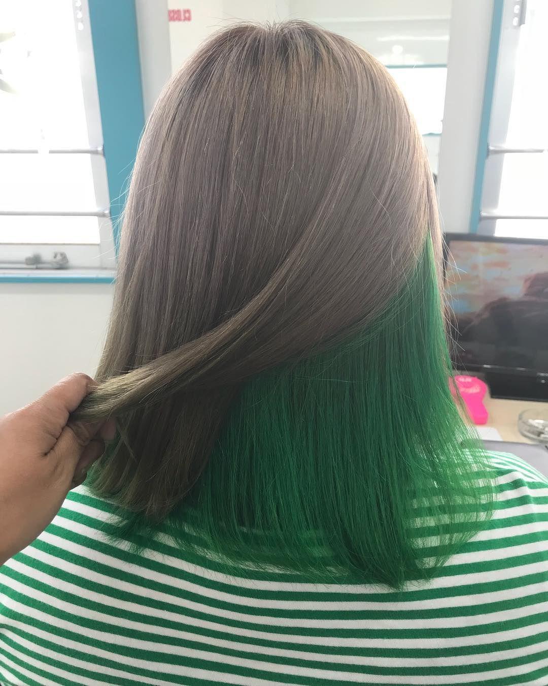 毛先薄いグリーンをいれたアッシュマットグラデーションカラー ヘア