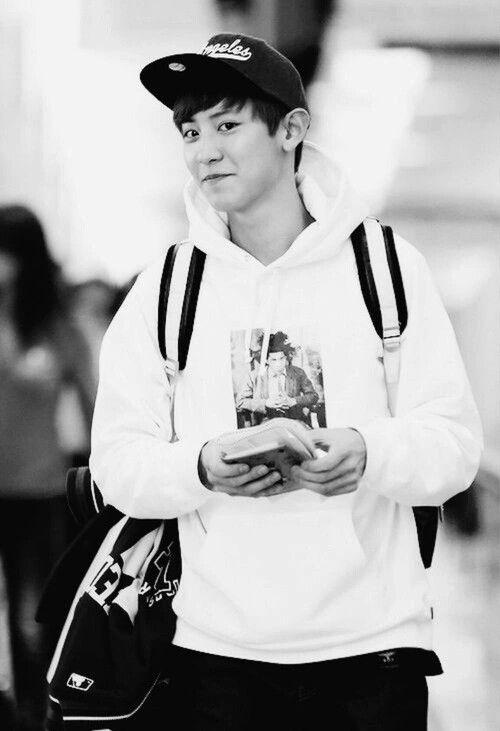 #Chanyeol #Park #EXO #Airport #Cute #Smile #Fashion #Snapback #Cap