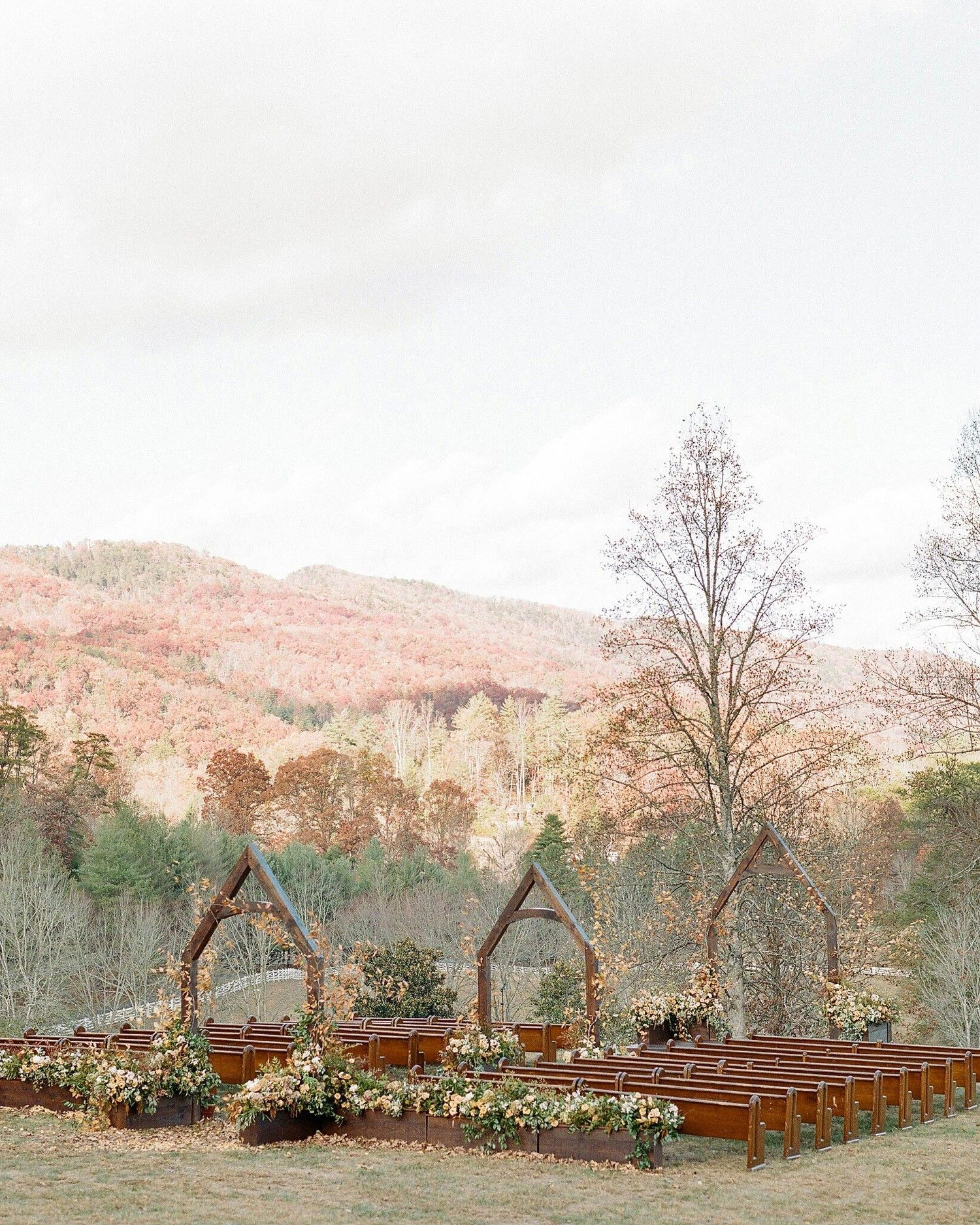 Outdoor Wedding Ceremony Whitby: An Elegant, Autumnal Wedding In Tennessee