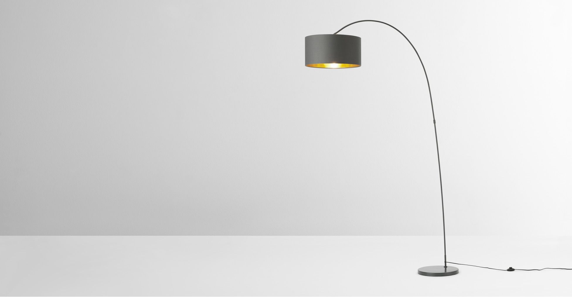 Sweep Stehlampe Grau Und Messing In 2020 Stehlampe Bodenlampe