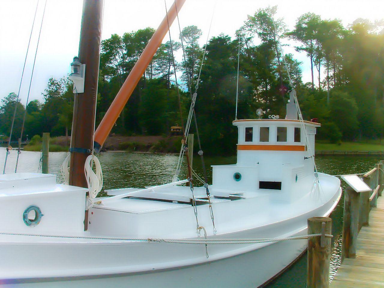Elva c is a chesapeake bay deck boat built in 1922 by