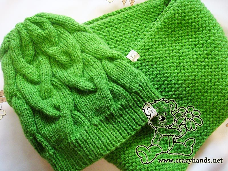 This free infinity scarf knitting pattern on circular needles and ...