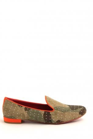 181 shoes - Angelina mimetico desert - sleepers/ slip on shoes made of suede in mimetic colors with orange outlines in fluo orange color and little studs in silver color. Lining and sole in fuchsia color. 181 Spring Summer Collection 2013.