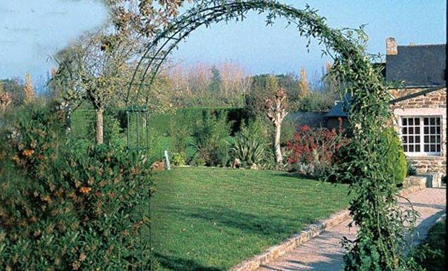Jardin Souder Une Arche Avec Des Fers A Beton Arche Jardin Jardins Plante Grimpante