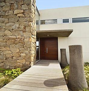Fachadas con piedra buscar con google muros piedra for Frentes de casas modernas con piedras