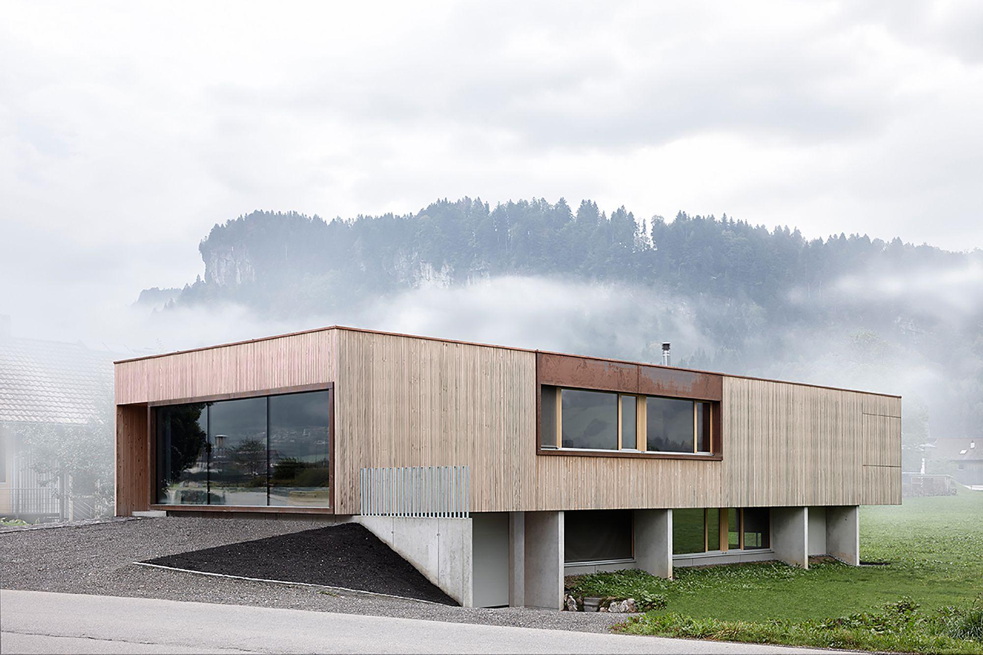 Casa con sala de exposiciones / ao-architekten