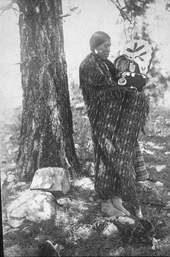 Spokane Maggie Phillips holds Agnes Wynne in cradleboard,  Spokane, Washington, 1899
