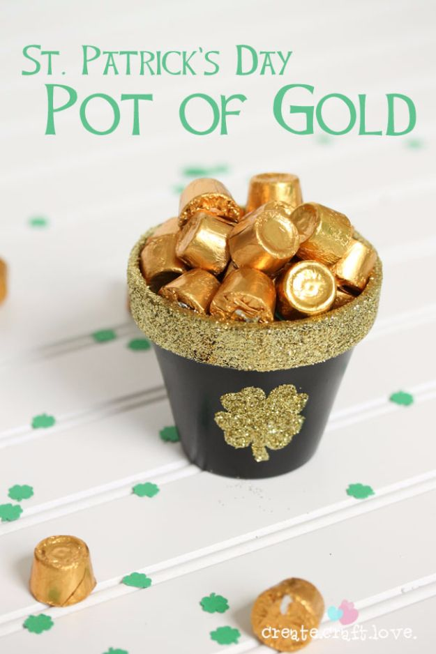 DIY St Patricks Day Ideas - Pot Of Gold - Food and Best Recipes, Decorations and Home Decor, Party Ideas - Cupcakes, Drinks, Festive St Patrick Day Parties With these Easy, Quick and Cool Crafts and DIY Projects http://diyjoy.com/st-patricks-day-ideas