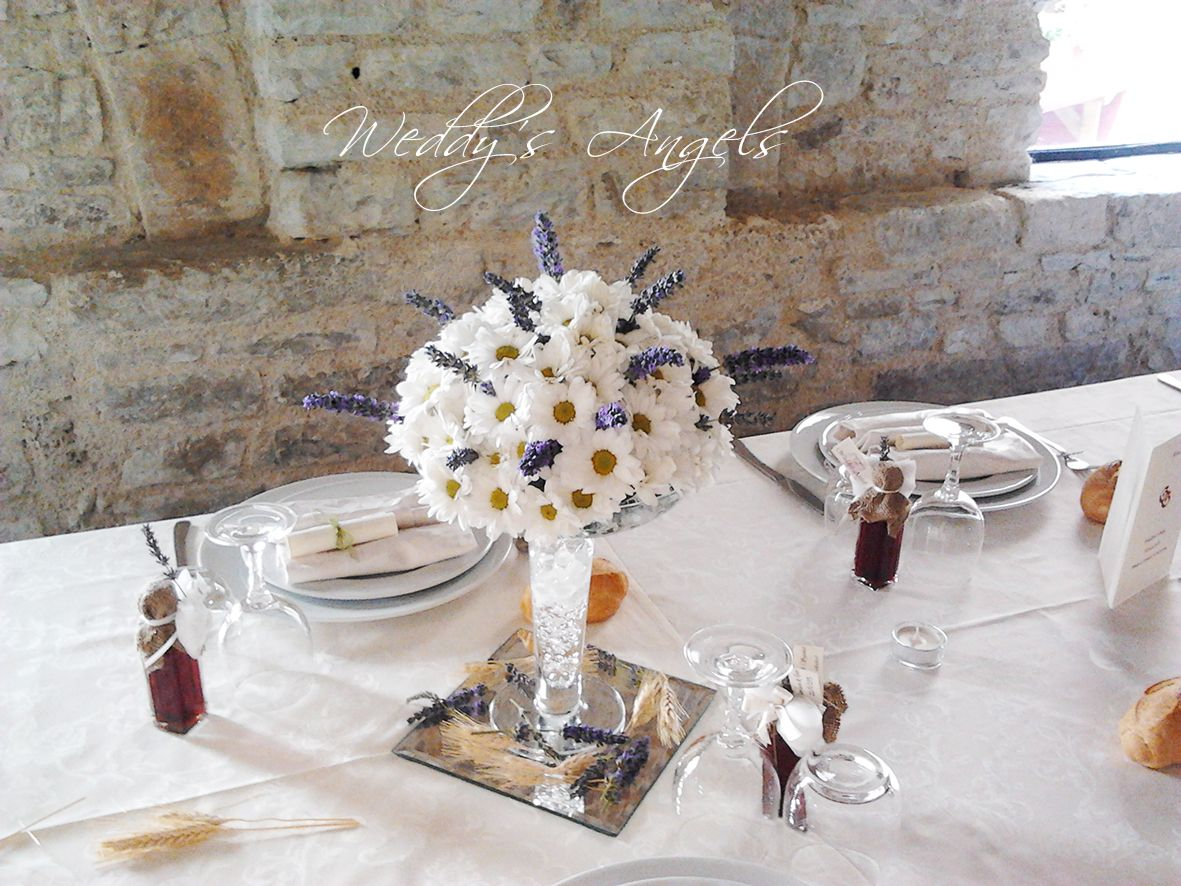 Gianluca e Gaia - centrotavola margherite e lavanda #centerpiece daisies and lavender Florist: Ikebana for Weddy's Angels