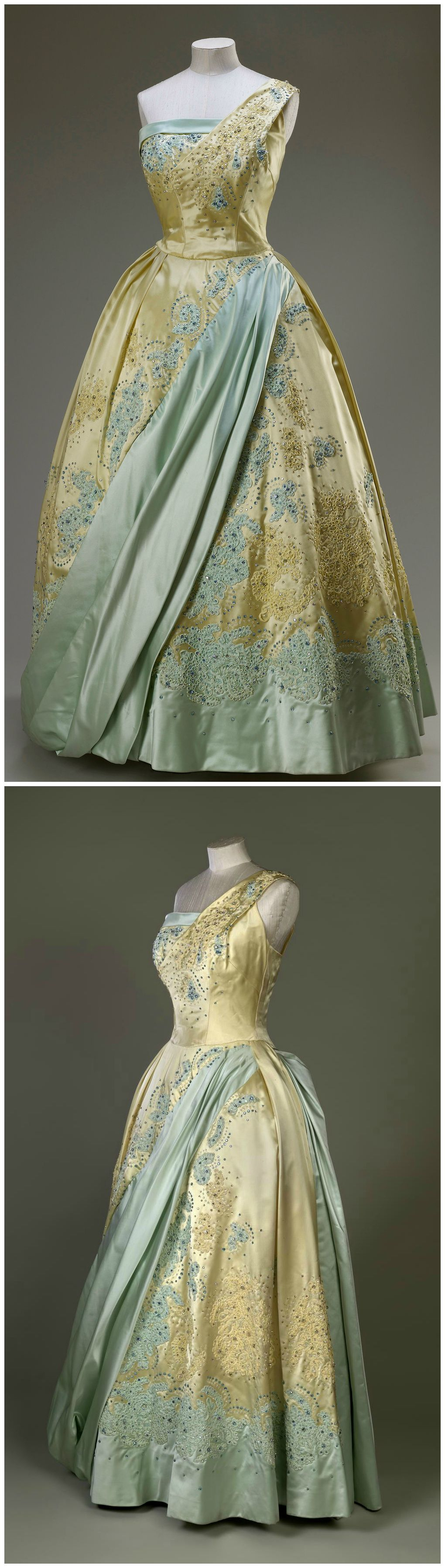 Evening Gown By Sir Norman Hartnell Worn By H M Queen Elizabeth Ii On A State Visit To The Netherlands In Historical Dresses Vintage Gowns Historical Gowns [ 3588 x 1020 Pixel ]