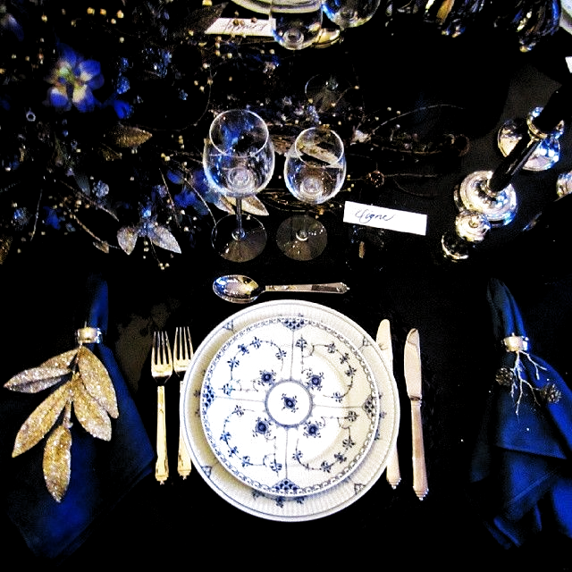 #Tablesetting by @ole_henriksen at @royalcopenhagen. #LoveIt #ElskerDet #RoyalCopenhagen #Danish #Dansk #Borddækning #ProudToBeDanish #Christmas #Jul #DanishChristmas #DanskJul #Beautiful #Smuk #MusselMalet #Blue #Blå #ChristmasInDenmark #JulIDanmark #Copenhagen #København