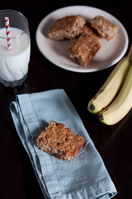 Caramel & Cinnamon Banana Oat Bars by Back to the Cutting Board, I must be hungry for breakfast.