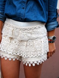 white lace shorts for summer street style