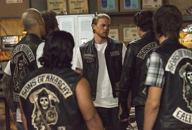 Throwback Thursday 12 Memorable Sons Of Anarchy Episodes To Revisit Sons Of Anarchy Sons Of Anarchy Finale Charlie Hunnam