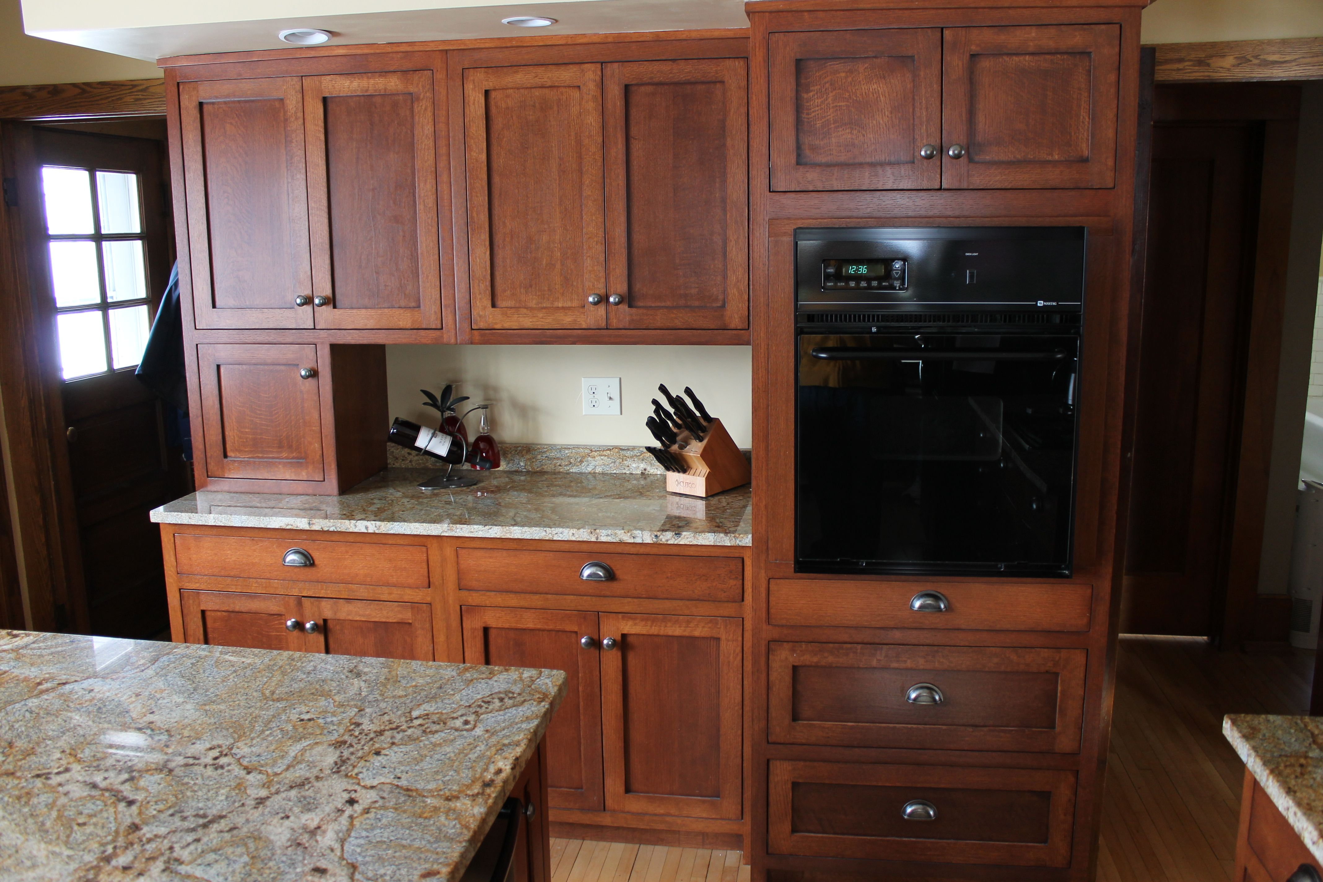 Kitchen Makeovers Remain Popular As Homeowners Continue To Invest To Create A Warm Stylish Comf White Oak Kitchen Kitchen Cabinet Styles Oak Kitchen Cabinets