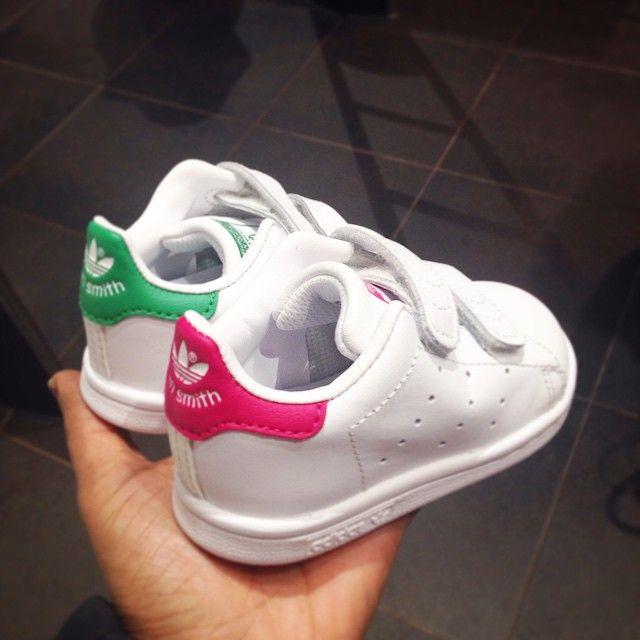Contracción átomo imagina  Les mignonneries d'Adidas ! Baby Stan Smith | Girls sneakers, Baby girl  shoes, Baby kids clothes