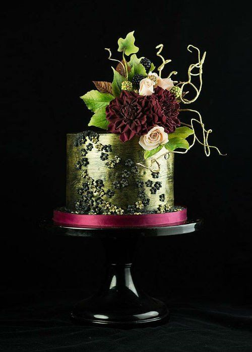Chic Metallic Cake On A Black 12 Inch Cake Stand In 2020 Wedding Cake Stands Dahlia Cake Cake