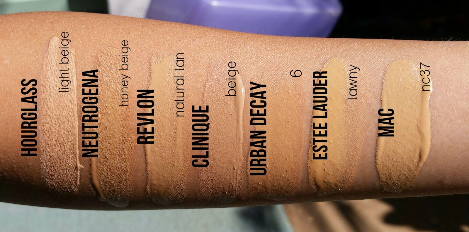 Foundation Swatches Hourglass Immaculate Liquid Powder -2781