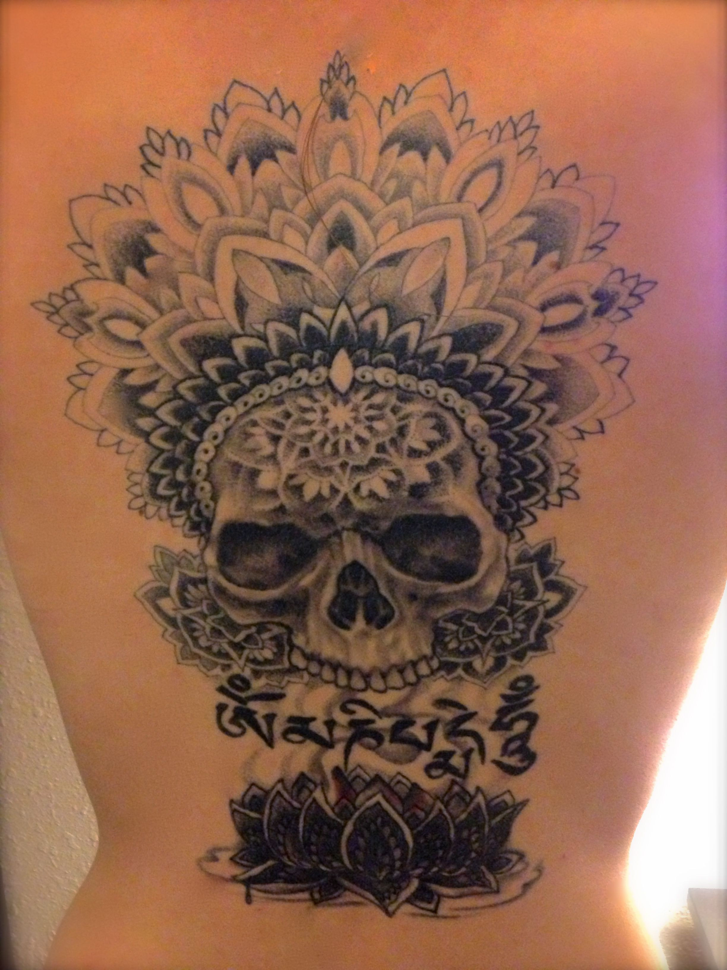 Tattoo Done By Fernando Casillas Tibetan Buddhist Symbology With Aztec Execution Lotus Mandala Skull Top Tattoos Skull Tattoos Cool Tattoos