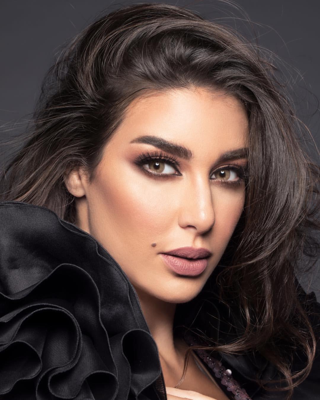 اللون هوني من عدسات لنس مي بعيون الوجه الاعلامي لعدسات لنس مي الفنانه المميزه ياسمين صبري Yasmine Sab Girl Hiding Face Arabian Beauty Men Fashion Photoshoot