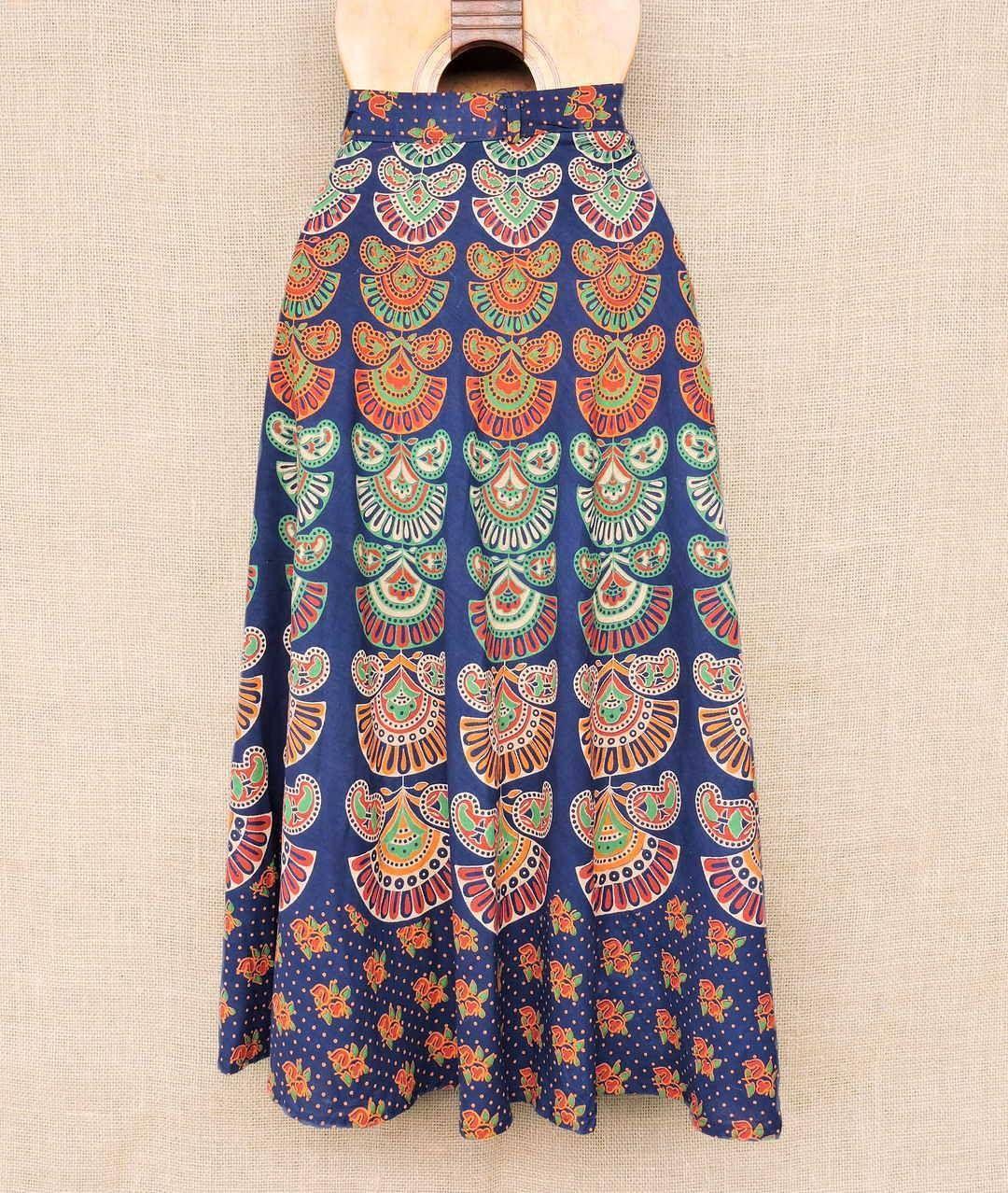 0a9ba88fd0 Saias envelope indianas artesanais... dezenas de estampas. Por R  6990 cada  Peça a sua pelo nosso Whatsapp  13982166299
