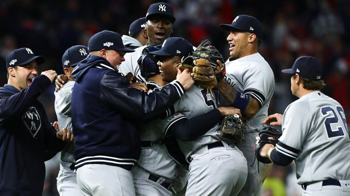 Mlb Playoffs Yankees 8217 Aroldis Chapman Injures Pitching Hand During Alds Sweep Celebration Monday Night At Target New York Yankees Mlb Postseason Yankees