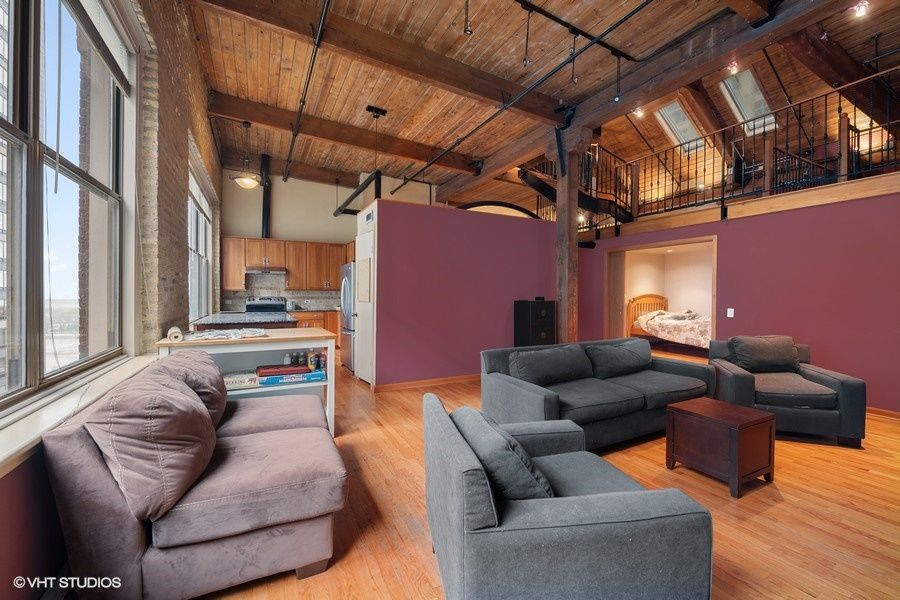 Downtown Chicago Loft Apartment With Lofted Mezzanine Space Loft Apartment Chicago Apartment Timber Beams