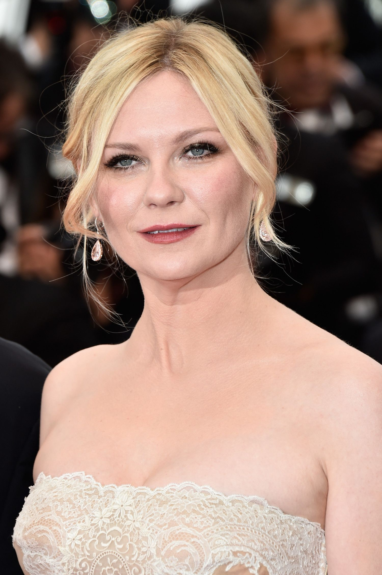we love the way kirsten dunst's shorter front locks create