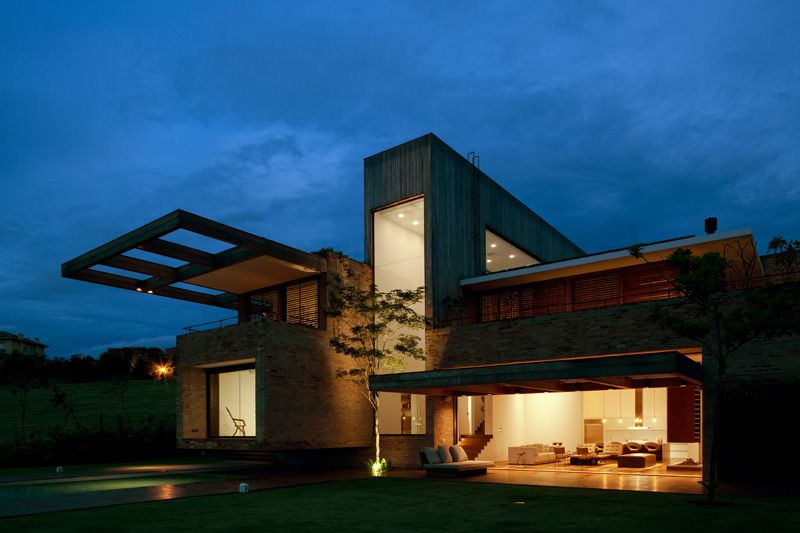 studio arthur casas design a country house for a young