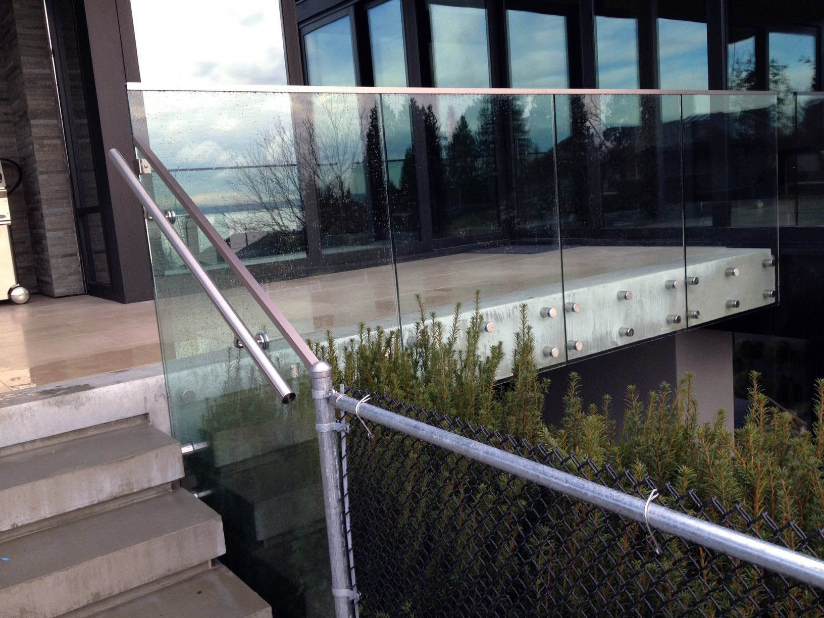 Ideal tempered glass railing thickness that will impress