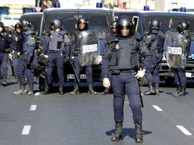 Inspiración uniformes agentes Domus: antidisturbios