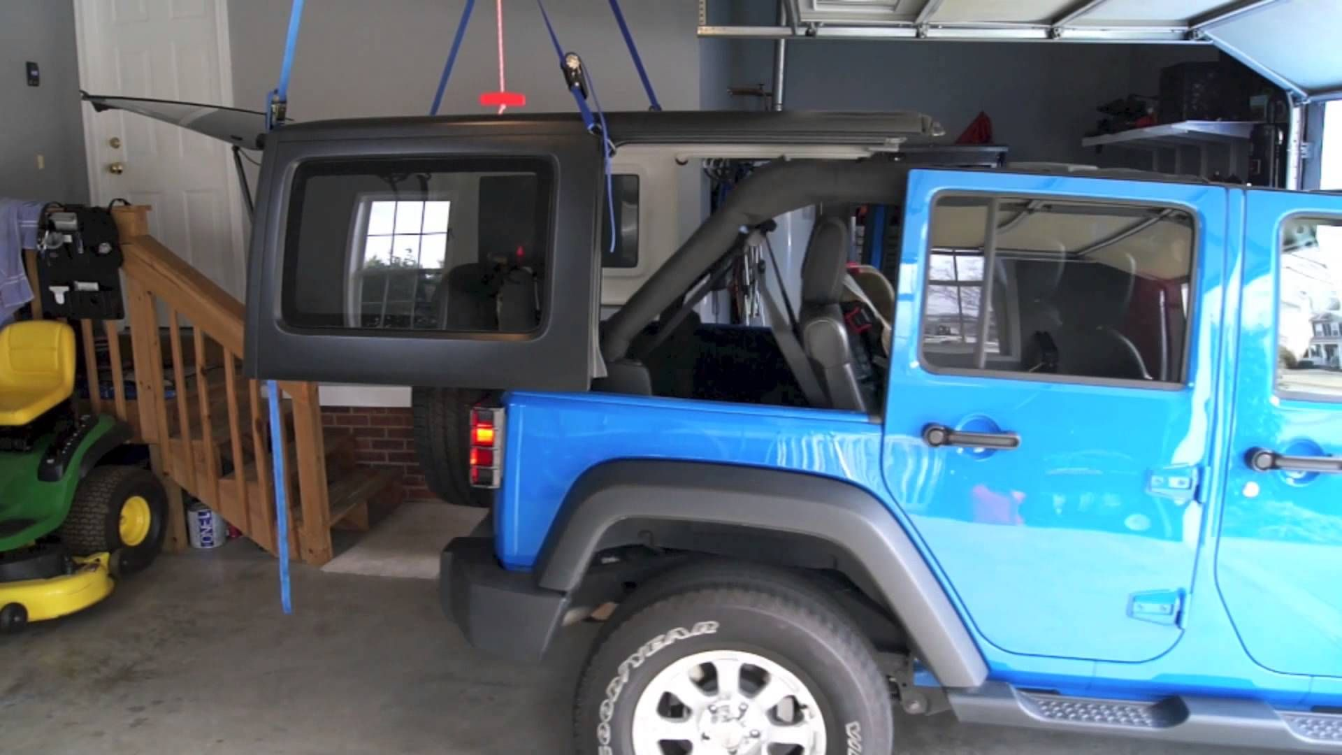 Diy Jeep Hoist Video Shows How To Use 4 Straps And Ratchet System To Hoist A Jeep Wrangler Hard Top Jeep Wrangler Diy Jeep Jeep Wrangler Accessories