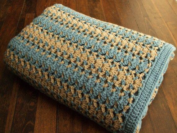 Striped Afghan in Blue & Lt Tan  Crocheted Throw por jenrothcrochet