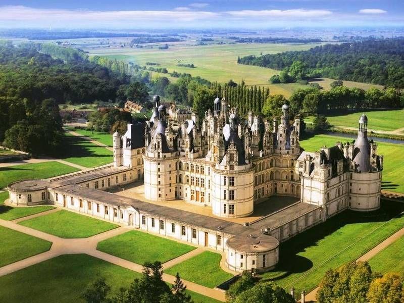 Adel verpflichtet. Reisen Sie entlang der Loire durch Frankreich und besuchen Sie zahlreiche prunkvolle Schlösser und Parks.