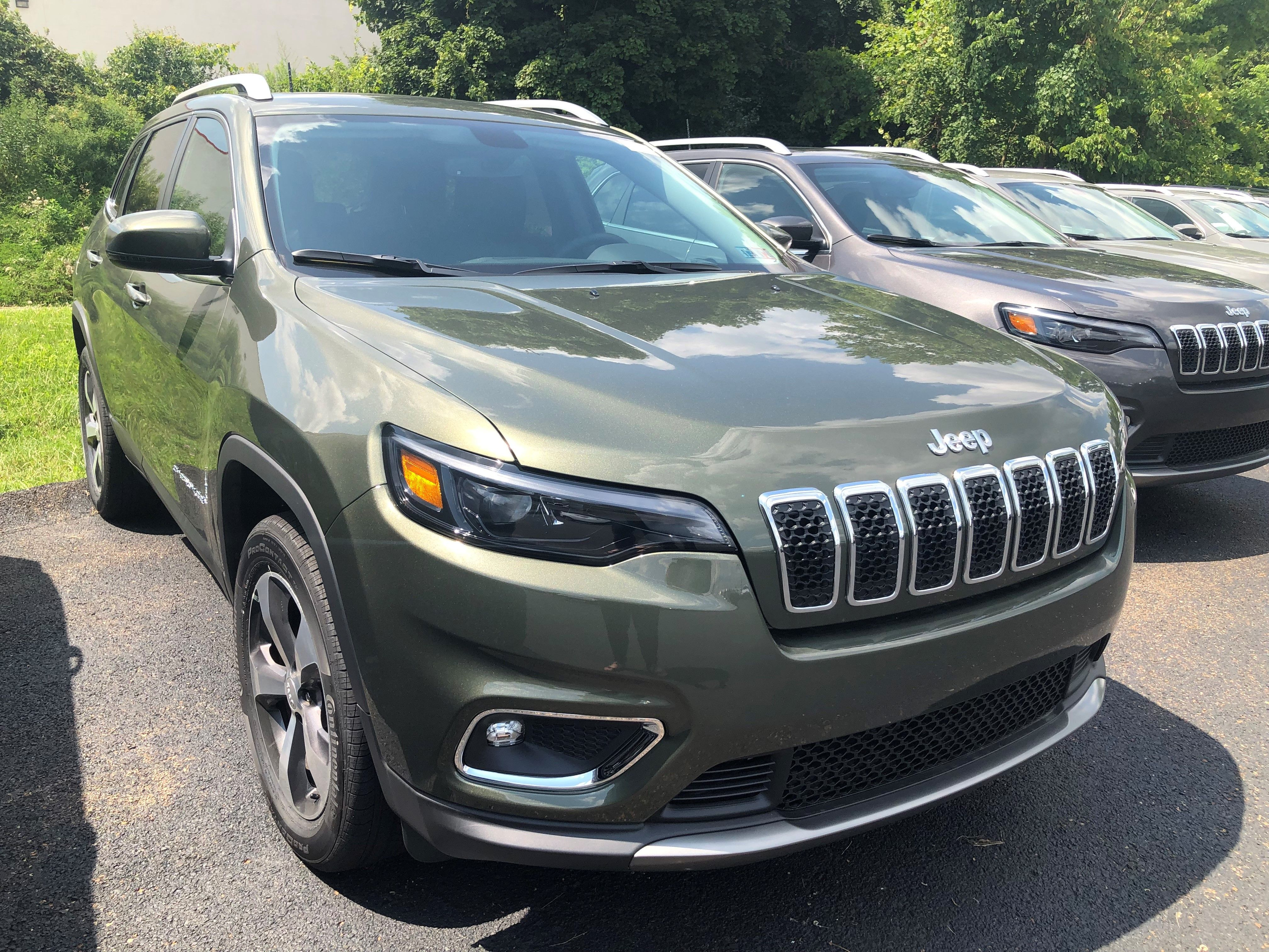 New Jeep Cherokee In Greensburg In 2020 Jeep Cherokee Jeep Green Jeep