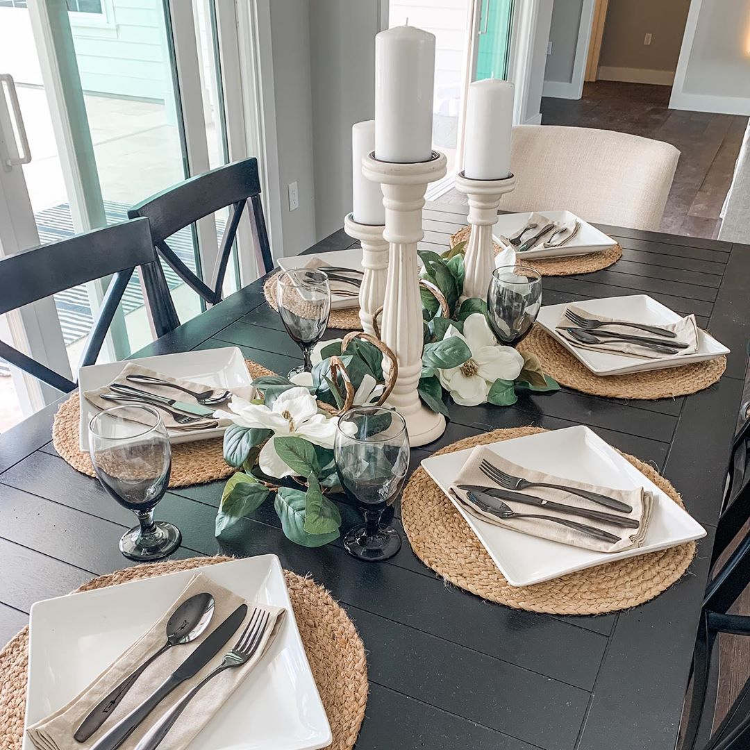 Kaelyn Schmidt On Instagram I Love Mixing Shapes And Textures In My Table Settings Here I Did N Round Table Decor Dining Table Placemats Table Setting Decor