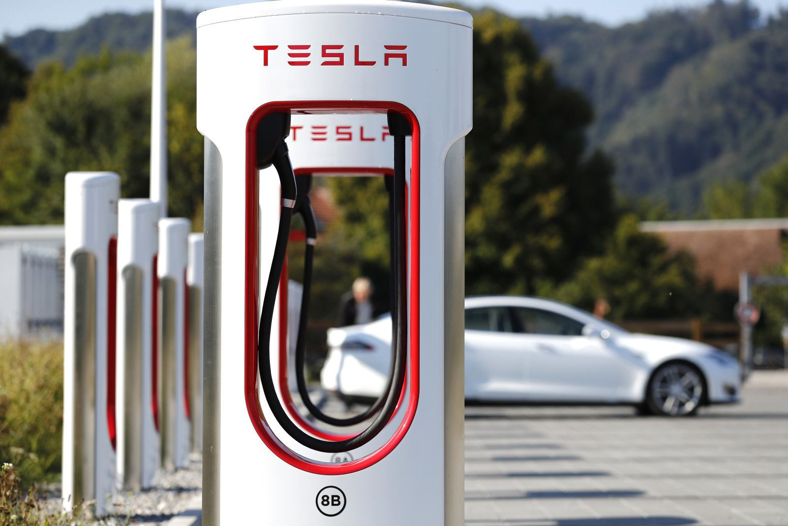 Tesla Plans To Roll Out Its Next Gen Supercharger In 2019 Tesla Supercharger Power Grid