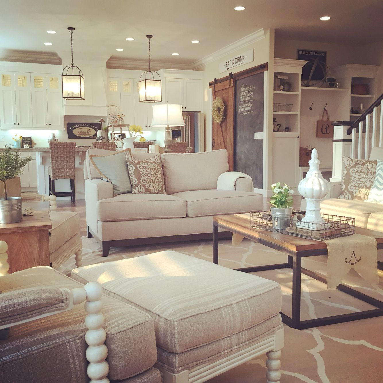 Modern farmhouse living room, open concept to kitchen ...