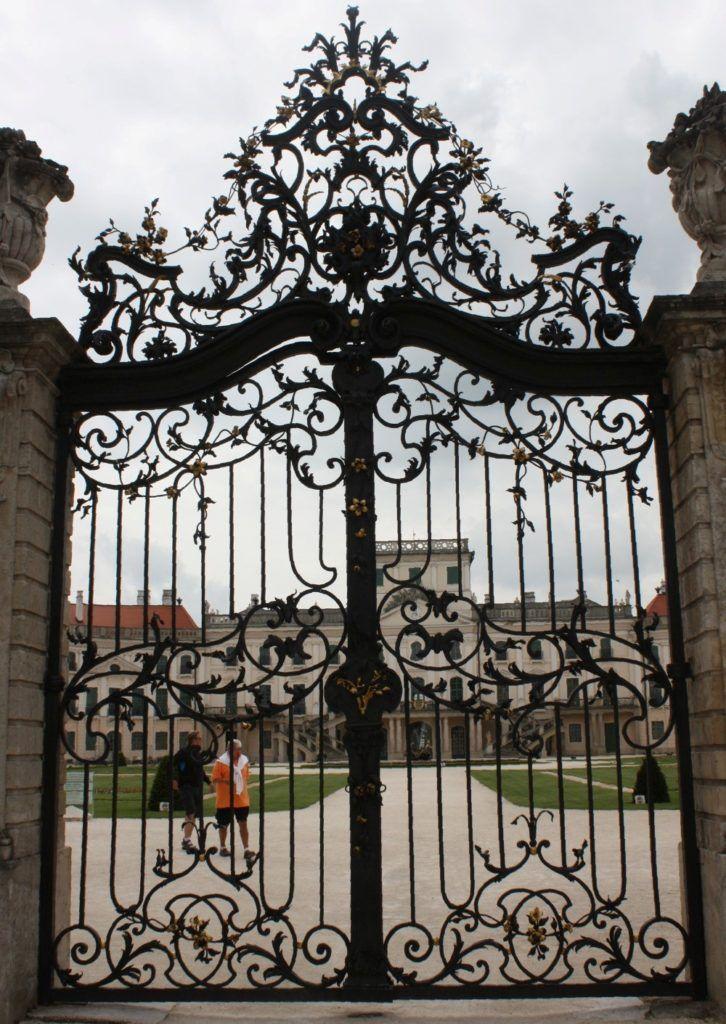 50 Elegant Ornamental Wrought Iron Fence Designs Di 2020