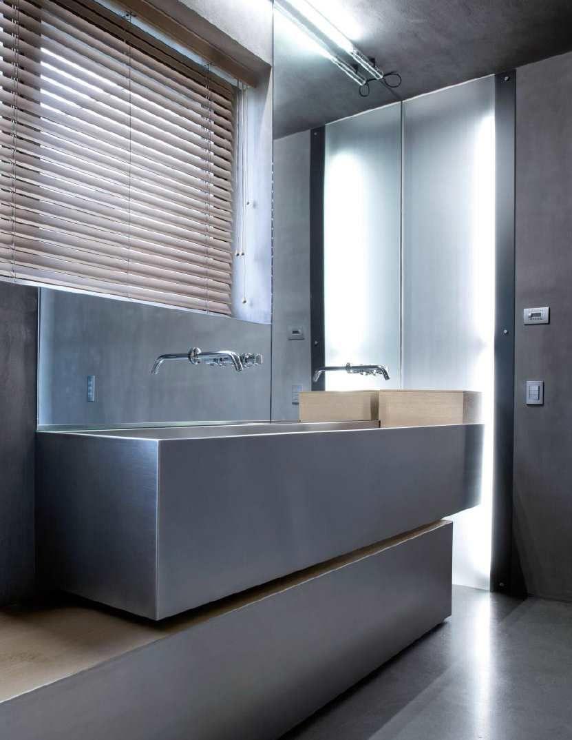 jaloezie met industrie look in badkamer | Sfeerwand - Industrieel ...