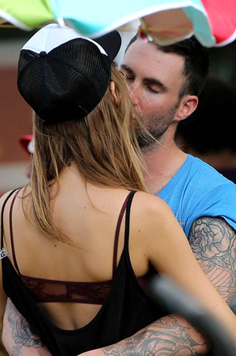 Adam Levine Kisses New Girlfriend Behati Prinsloo In Hawaii New