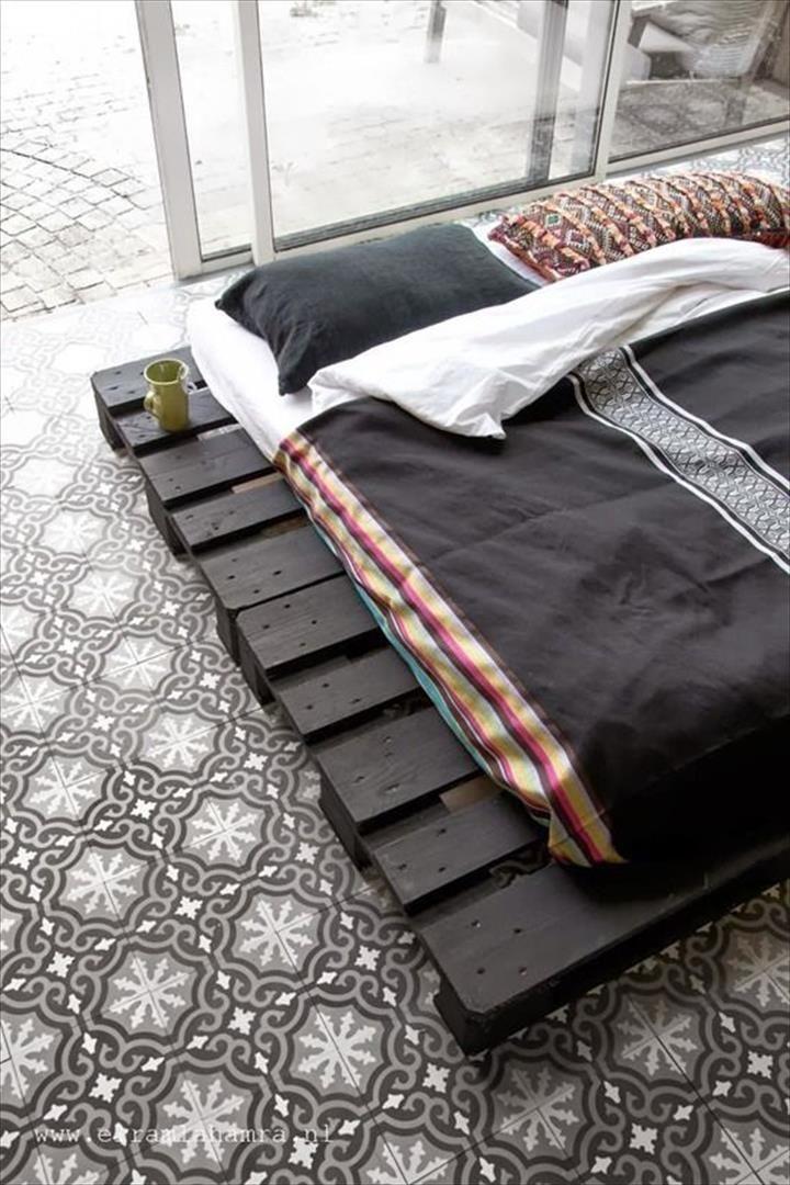 platform-bed-made-of-pallets.jpg (720×1080) | Apartment | Pinterest ...