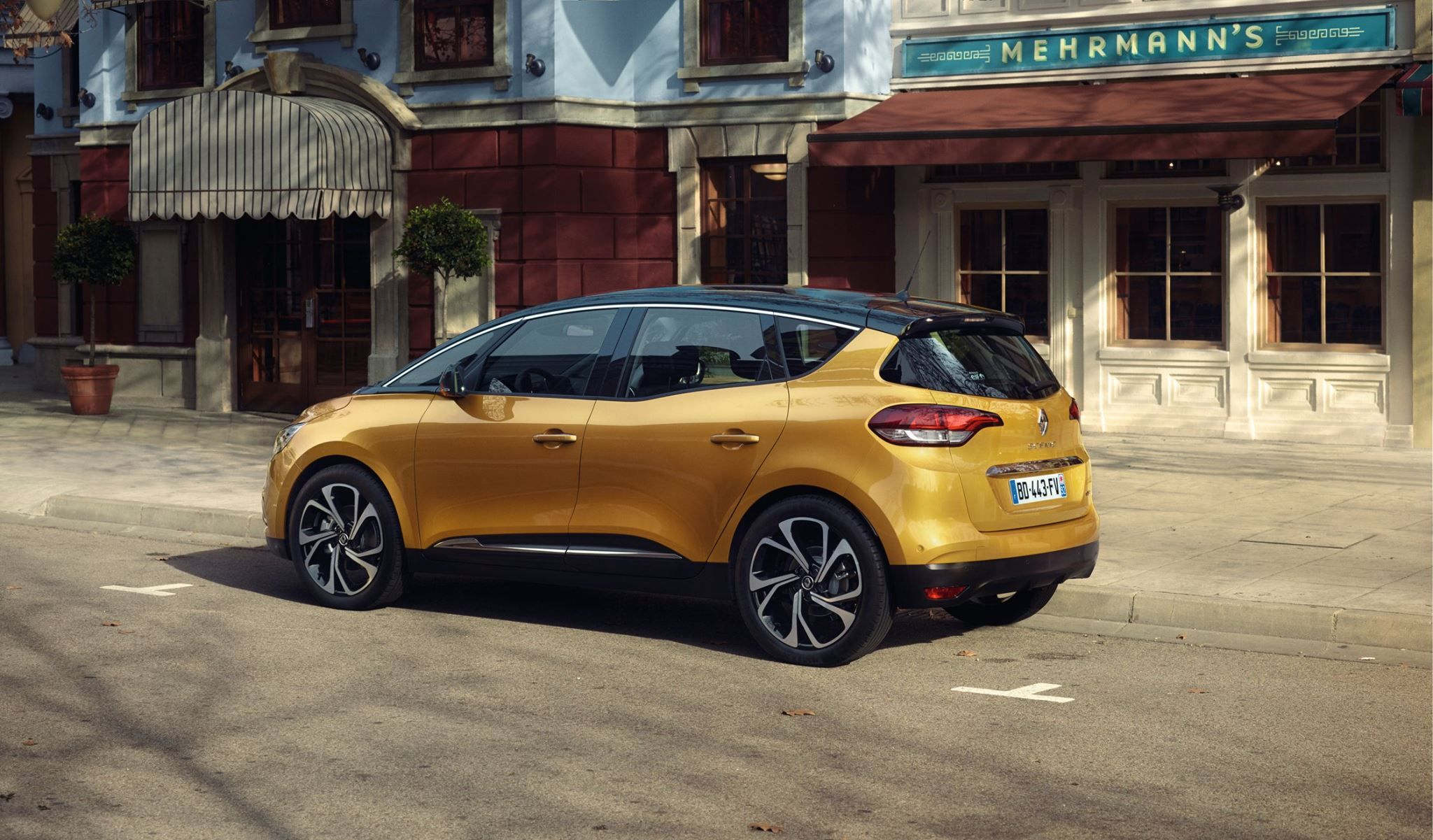 New 2016 Renault Scenic Family Crossover With 20 Inch Wheels Scenic Renault New Renault Renault Scenic 2017
