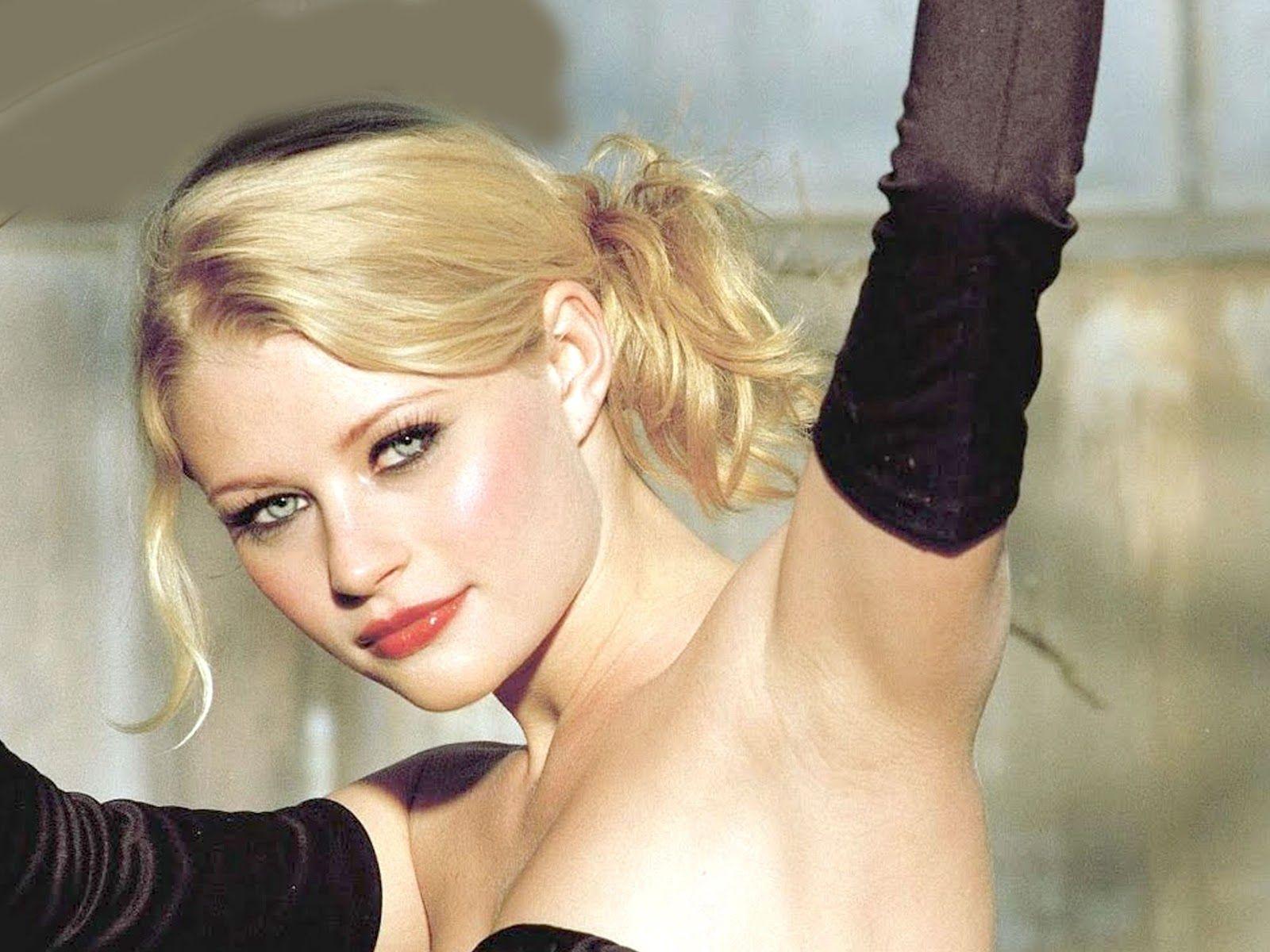 Hot Emilie De Ravin Wallpapers Wallpapers Emilie De Ravin Mistresses Tv Show The Hills Have Eyes