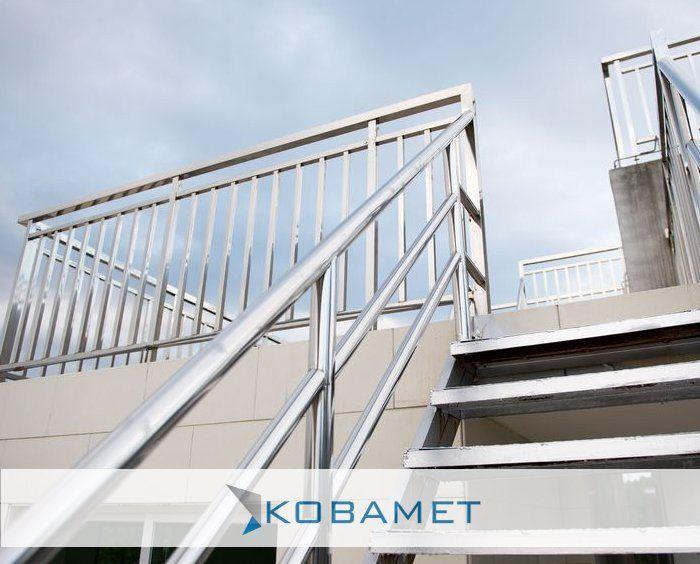 Najczesciej Wykonujemy Balustrady Ze Stali Nierdzewnej Nosnikami Balustrad Tego Rodzaju Sa Slupki I Pochwyt Staircase Stairs Stock Photos