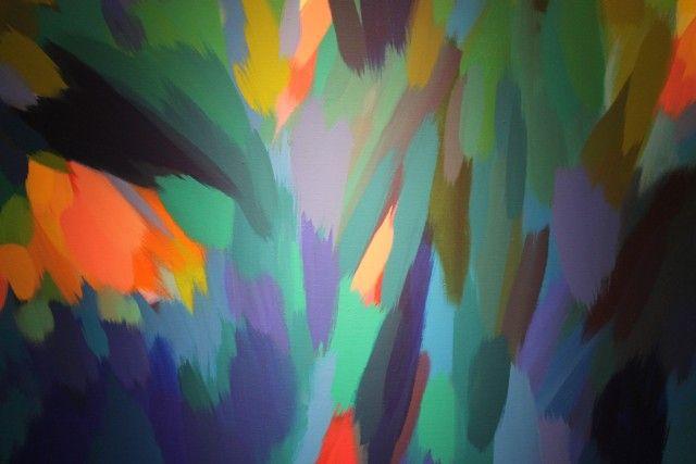 Samia Halaby y ldquo; New Paintings & rdquo;  Ayyam Gallery, Londres - Silueta de artista Samia Halaby, 77 años de edad (F5.6 @ 1/80) - Orange Grove - Poeta Fathieh Arabia delante de Luz de la mañana en el desierto (f4.0 @ 1/60) - Los huéspedes del galería (f3.5 @ 2.0s) - Pink Butterfly - Playa Rosa - Homenaje a Leonardo
