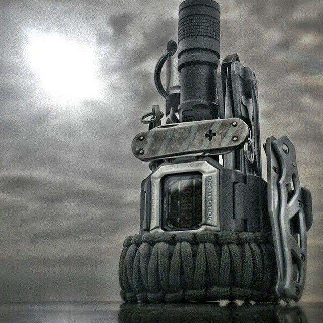 wndsn:  whatsyouredc:    @kombou   happy Friday!  Now THAT is some EDC shot!  Epic EDC picture.