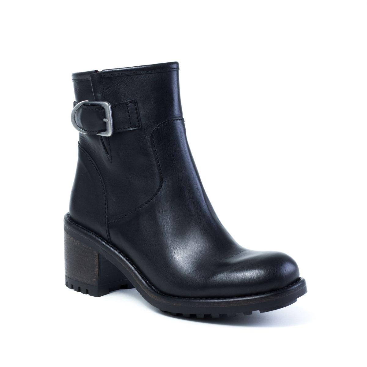 Boots femme en cuir lisse noir de la marque WUS by E-Cow