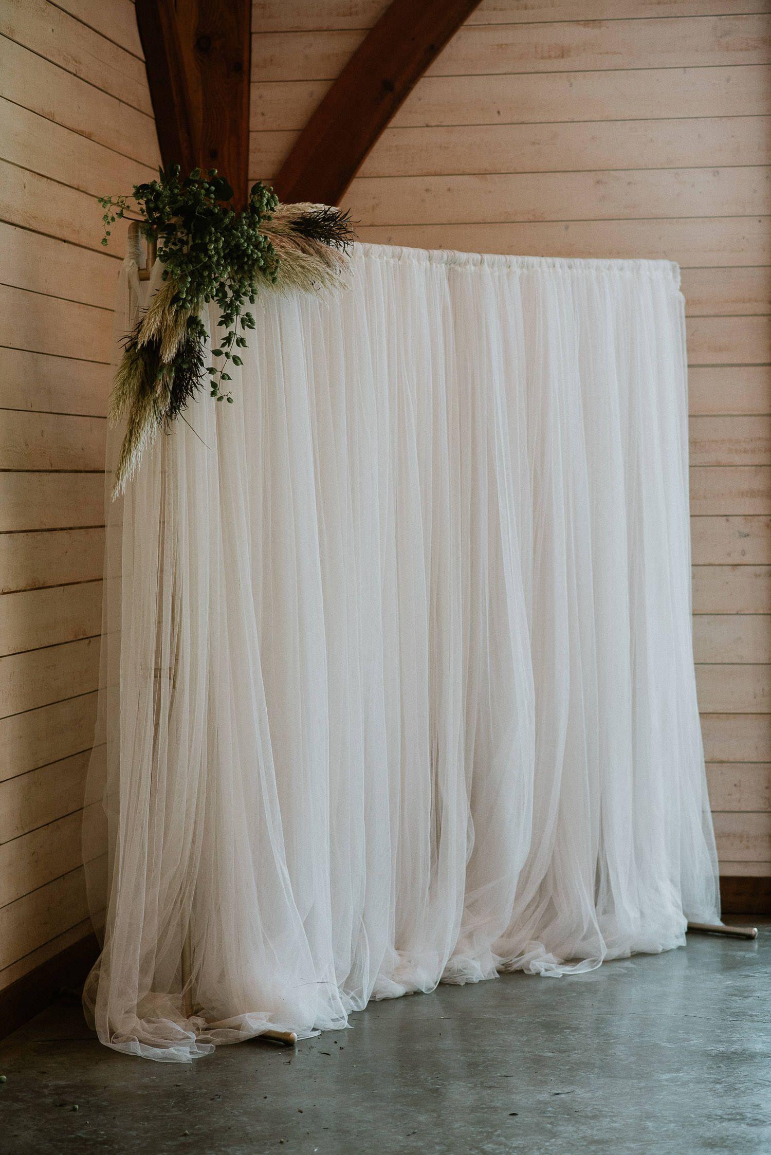 DIY wedding Photo Booth backdrop  #barnweddings