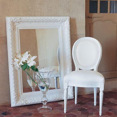 chaise m daillon en coton ivoire et bois blanc pinterest ivoire chaise medaillon et maison. Black Bedroom Furniture Sets. Home Design Ideas